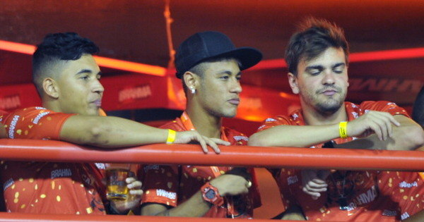Festeiros da bola somem no Carnaval e evitam bafões - Fotos - R7 ...