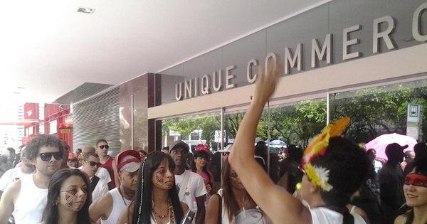 Sambista Aline Calixto comanda a festa em bloco na região centro ...