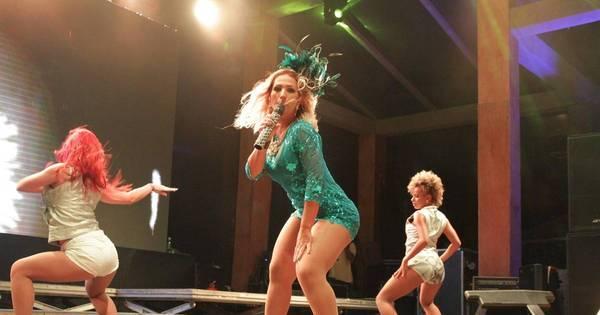 Em show, Valesca Popozuda desce até o chão e mostra demais ...