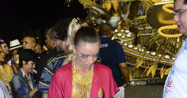 Atrasada, imperatriz da bateria da Acadêmicos do Tatuapé troca de ...