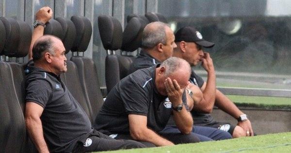 Saída por baixo do Grêmio aumenta lista de vexames de Felipão ...