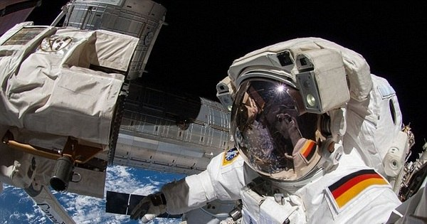 Tá na moda! Astronautas tiram as selfies mais legais do mundo ...