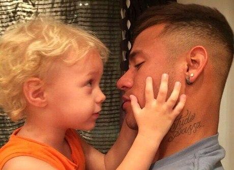Estas fotos não deixam dúvida do quanto o filho puxou a Neymar