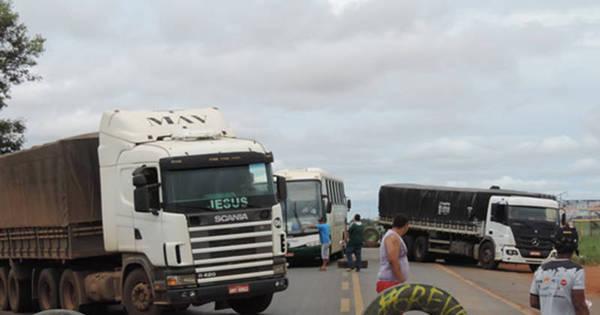 Após decisão da Justiça, caminhoneiros liberam tráfego em ...