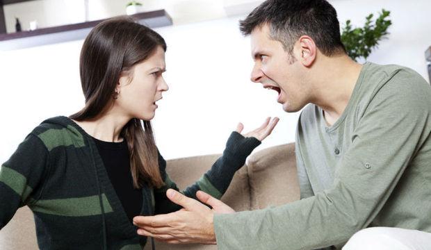Não pise na bola! Veja comportamentos que acabam com o casamento e você nem percebe