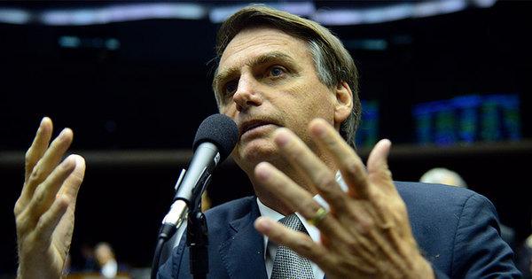 Bolsonaro diz que não vai processar Jean Wyllys após cusparada ...