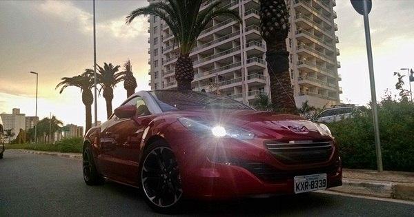 Aceleramos o Peugeot RCZ, um cupê futurista que você ainda não ...