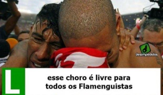 Torcedores se divertem com falha no clássico carioca e vitória do Corinthians