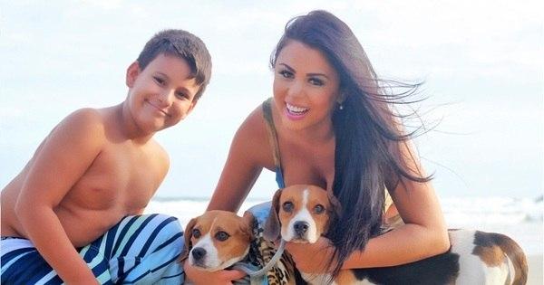 Ex-candidata a Miss Bumbum cuida do filho de Andressa Urach ...