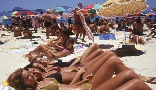 De peça proibida ao fio-dental: conheça a evolução do biquíni nas areias cariocas