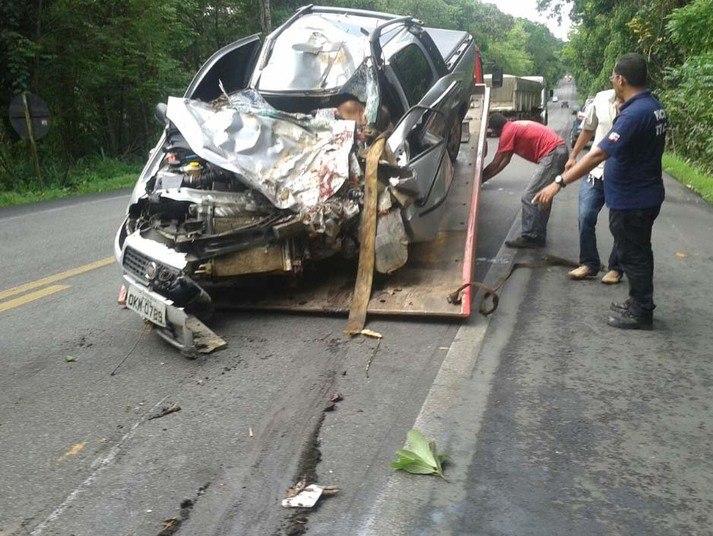 Ainda confoorme a delegacia, o idoso perdeu o controle do veículo, saiu da pista e colidiu contra uma árvore