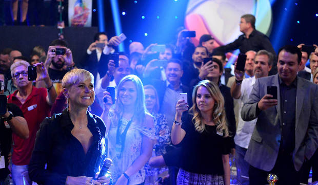 Xuxa é recebida na Record em grande estilo, e é recepcionada por fãs e novos colegas