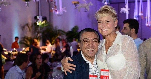 Xuxa esbanja simpatia em evento recheado de famosos no Guarujá ...