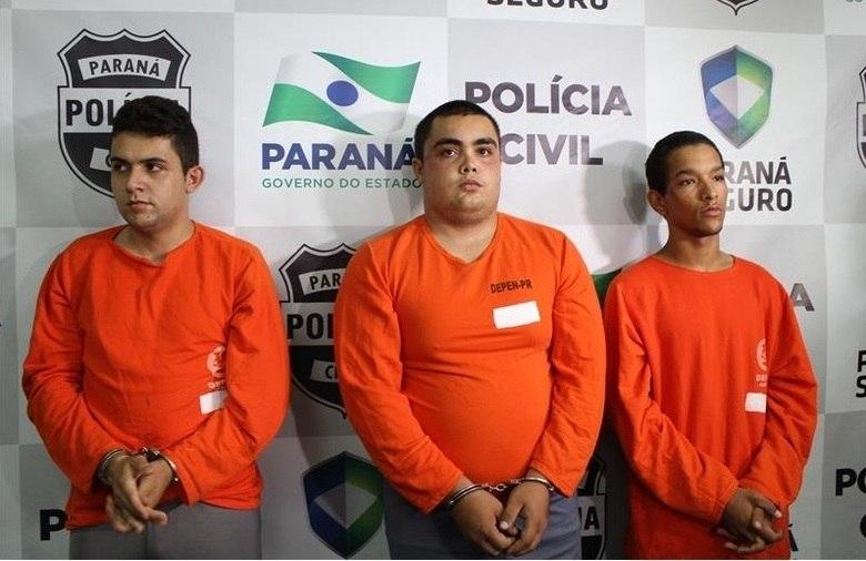 Após encontrar o corpo, a polícia prendeu três rapazes suspeitos de envolvimento na morte. Os três confirmaram que bebiam com Natália e uma amiga, e que Vitor Hugo de Lima Bueno (o rapaz no meio da foto) disparou contra a jovem no momento em que trocavam uma munição no revólver