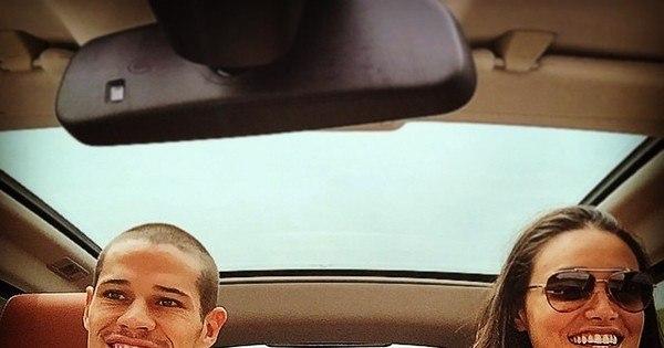 José Loreto compartilha foto com Débora Nascimento em carro e ...