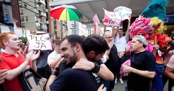 Homofobia motivou um assassinato a cada 27 horas em 2014 no ...