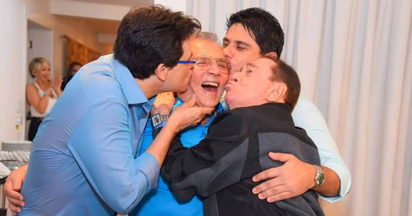 Como assim? Carlos Alberto de Nóbrega celebra 79 anos com beijo ...