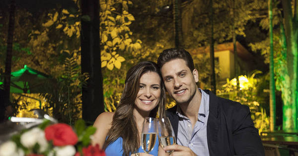 Ex-BBBs Eliéser e Kamilla festejam dois anos de namoro com jantar ...