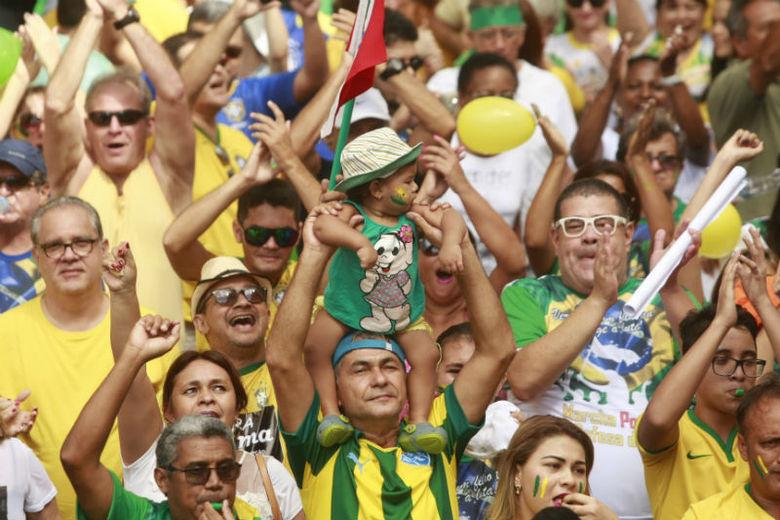 Brasileiros também se mobilizam contra o governo federal nas ruas de Belém, no Pará