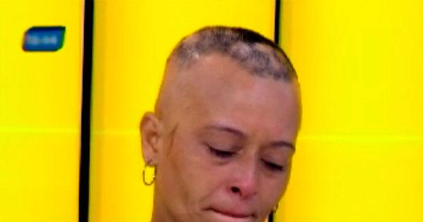 """Mulher vai para salão pintar o cabelo e fica careca: """"Tudo que ..."""