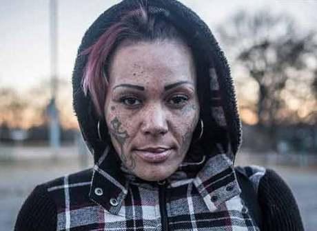 Fotógrafo faz imagens de viciados, sem-teto e vítimas de violência