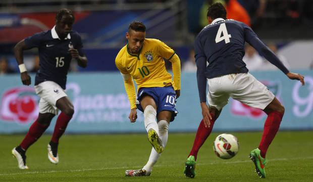 Brasil derrota a França de virada no Stade de France, em Paris. Veja as melhores imagens