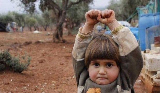 Crianças são forçadas a perderem a inocência diante da violência em regiões de conflito