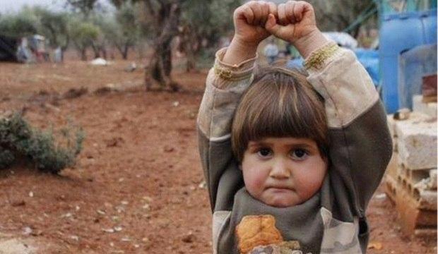 Crianças são forçadas a perder a inocência diante da violência em regiões de conflito