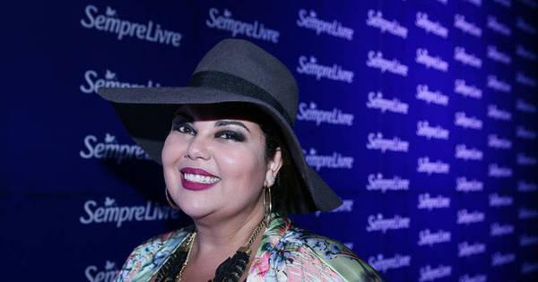 Após entrar por engano em comunidade, atriz Fabiana Karla tem ...