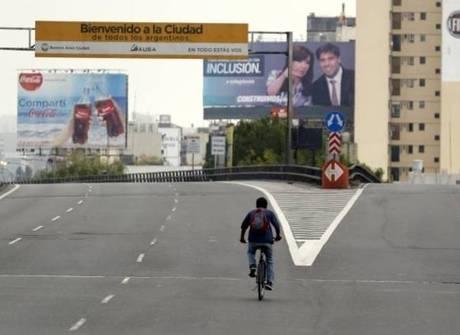 Buenos Aires fica deserta durante greve geral. Veja outras imagens