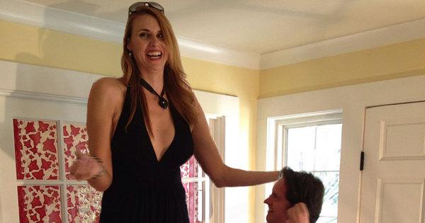 Modelo mais alta do mundo quer encontrar um cara acima da média ...