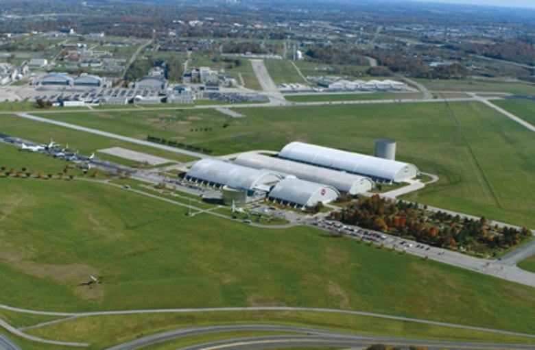 Quando foi descoberto que ela possuía um tal Hangar 18 (que são, na verdade, quatro hangares sempre fechados), todos os pesquisadores apontaram que era lá o tal local secreto