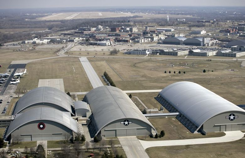 A relação da Base de Wright com discos voadores começou ainda nos anos 50, apenas três anos depois do incidente de Roswell. É um tal Hangar 18 que está por trás do terror que envolve o local