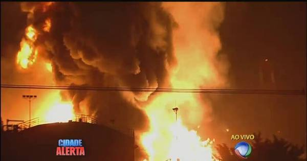 Com incêndio, entrada principal do Porto de Santos está fechada ...