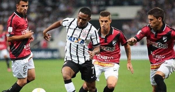 Corinthians pede punição para suposto caso de racismo contra Elias