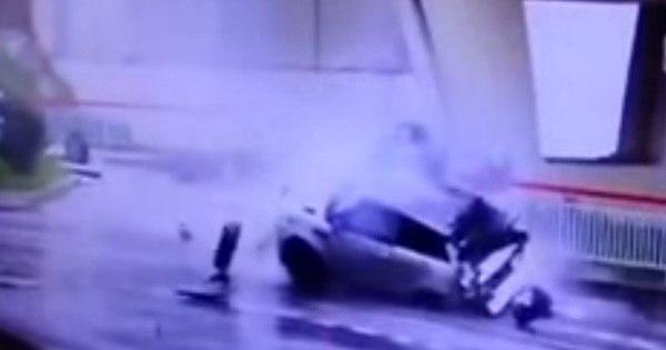 Quase um milagre: Land Rover Evoque cai de viaduto de 20 metros ...