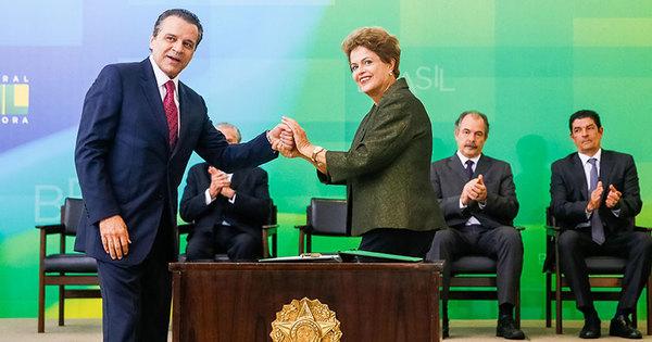 Henrique Eduardo Alves é o primeiro ministro do PMDB a entregar ...