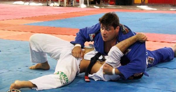 Ex-campeão mundial de jiu-jítsu é suspeito de matar hóspede de ...