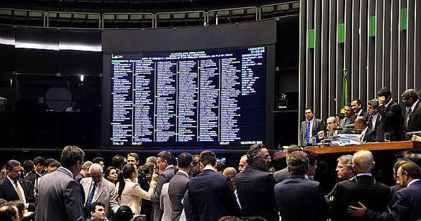 Câmara vota pontos polêmicos da terceirização nesta quarta ...