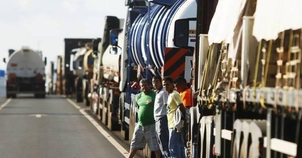 Sem acordo, caminhoneiros retomam protestos e bloqueiam estradas