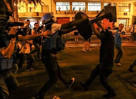 Jornalistas são agredidos em manifestação dos professores