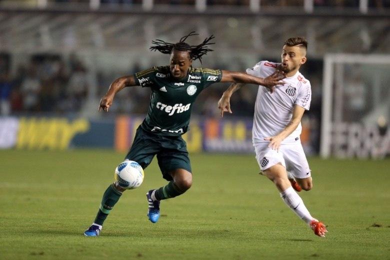 Um dos maiores exemplos recentes é a ida de Arouca para o Palmeiras. O jogador defendeu o Santos de 2010 a 2014 e conquistou inúmeros títulos, entre eles a Libertadores e se tornou grande ídolo para a a torcida. Porém, a idolatria acabou quando o volante se transferiu diretamente para o Verdão
