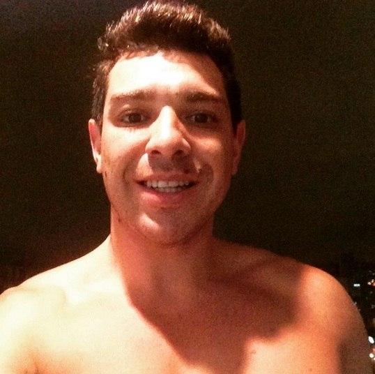 Cézar Lima, vencedor do BBB 15, acaba de mudar o visual. O paranaense usou o Instagram para mostrar que tirou o aparelho ortodôntico que tinha nos dentes
