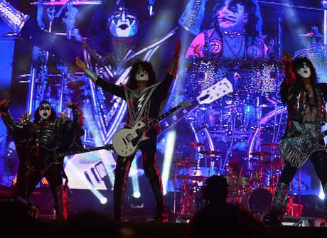 Veteranos do Kiss encerram o festival Monsters of Rock em SP