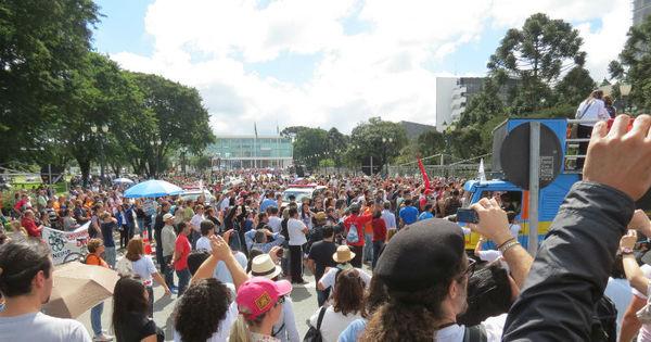 Após confronto com polícia, professores do Paraná fazem ato e ...