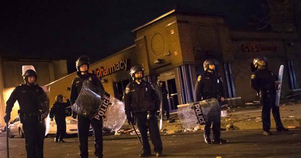 Baltimore vive onda de violência sem precedentes meses após ...