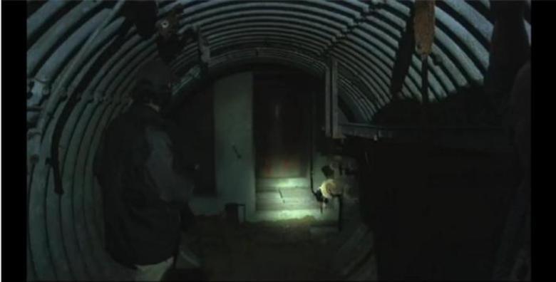 Segundo a possibilidade levantada por eles, parte dos militares enlouqueceu quando alguns generais utilizaram as estruturas para abrigar alienígenas enquanto a base de Roswell era vistoriada nos anos 60 e 70