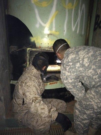Eles chegaram na sala de controle, onde ficavam os lançadores, que foram retirados para evitar espionagem de tecnologia militar