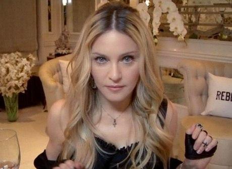 Aos 56 anos, Madonna rejuvenesce e parece mais nova que a Miley!