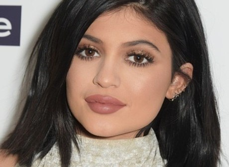 Kylie Jenner assume, enfim, que fez preenchimento labial